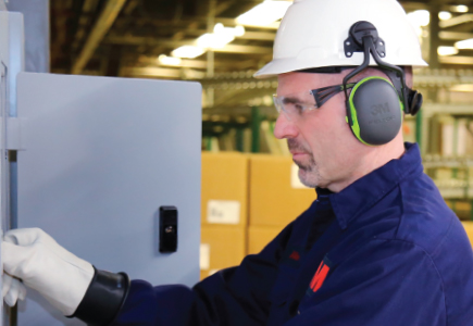 A 3M user safeguards his ears with 3M earmuffs as he focuses on a tough job.