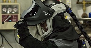 A 3M user gears up for the job with 3M head and face protection.
