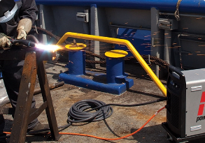 A Hypertherm user prepares a welding workpiece by gouging with Powermax plasma system