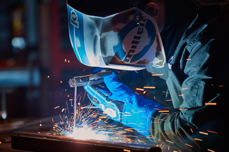 Picture of welder welding with Miller Multimatic 220 AC-DC