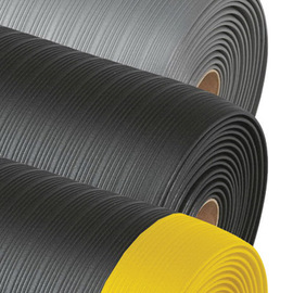 Superior Manufacturing 2' X 3' Black With Yellow Edge PVC Foam Notrax® Ribbed Anti-Fatigue Floor Mat