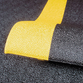 Superior Manufacturing 2' X 60' Black With Yellow Edge Dyna-Shield® PVC Sponge Notrax® Anti-Fatigue Floor Mat